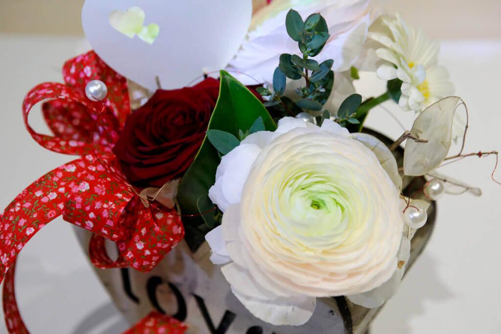 Contenitore Damore Con Una Rosa Rossa Emmeplati